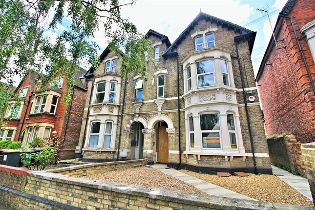 Thumbnail Flat for sale in Clapham Road, Bedford