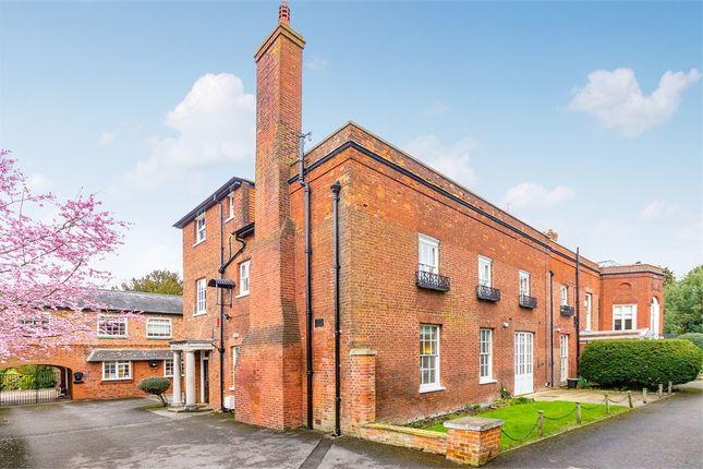 Thumbnail Flat to rent in Horton Road, Datchet, Berkshire