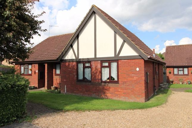 Thumbnail Property for sale in Holmer Place, Holmer Green, High Wycombe