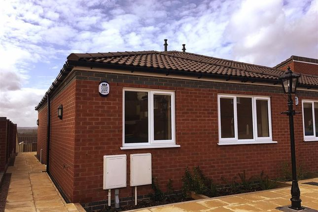 Thumbnail Bungalow to rent in Arrons Court, Wilnecote, Tamworth
