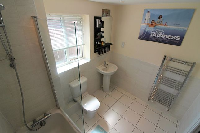 Bathroom of Old College Avenue, Oldbury B68