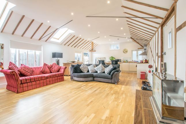 Thumbnail Barn conversion to rent in Hailey Lane, Hailey, Hertford