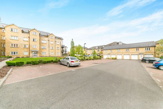 Flat for sale in Clarendon Way, Colchester