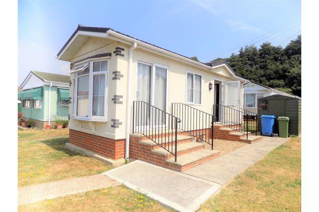 Thumbnail Mobile/park home for sale in Otterham Quay Lane, Rainham