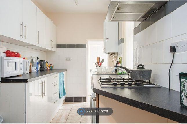Communal Kitchen of Bolingbroke Road, Coventry CV3