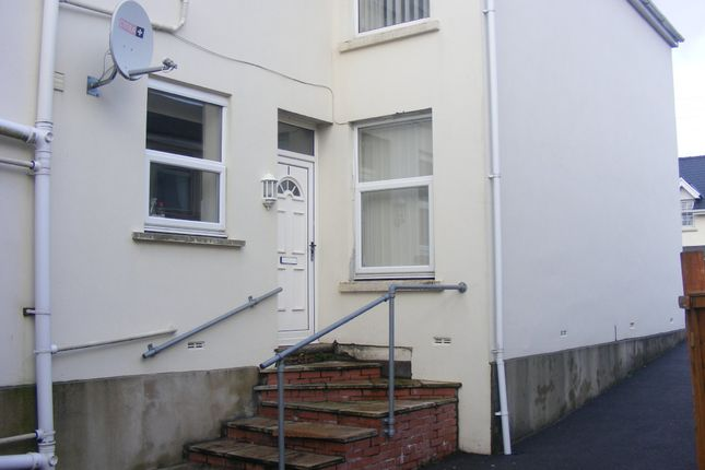 Thumbnail Flat to rent in Gorswen, Carmarthen Road, Cross Hands, Llanelli