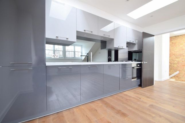 2 bed flat to rent in Kyverdale Road, London