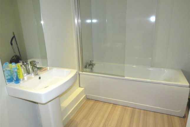 Bathroom/WC of Tyfica Road, Pontypridd CF37