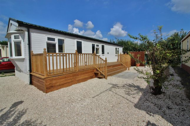 Thumbnail Mobile/park home for sale in Kings Park, Creek Road, Canvey Island