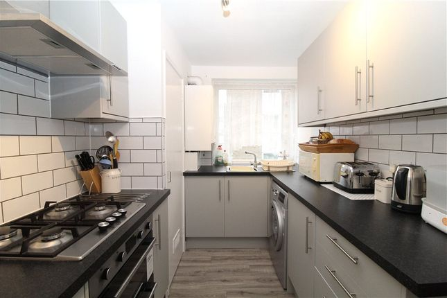 2 bed flat to rent in The Priory, Epsom Road, Croydon CR0