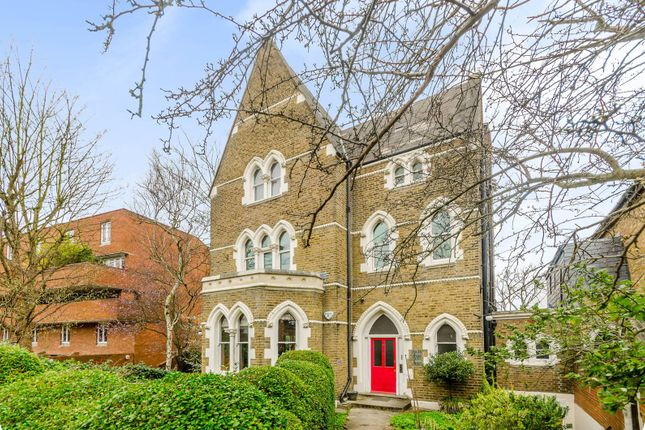Thumbnail Flat for sale in Crescent Road, Crouch End