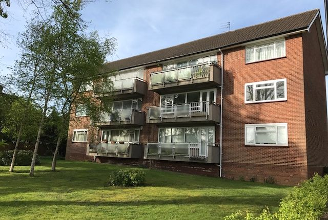 2 bed flat to rent in Chase Road, Oakwood, London