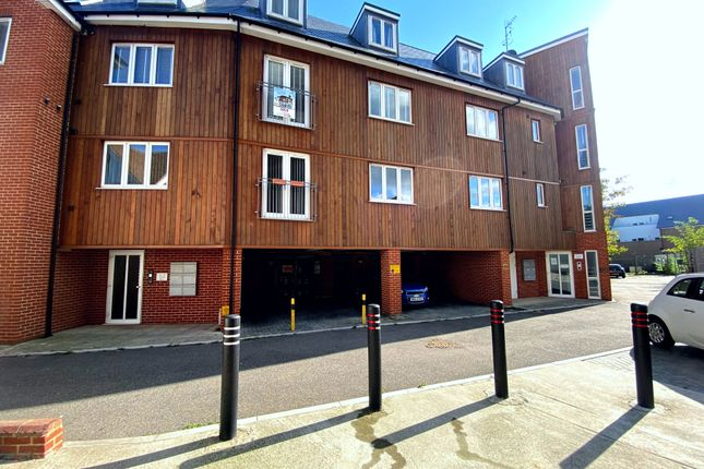 Thumbnail Flat to rent in Regent Street, Whitstable