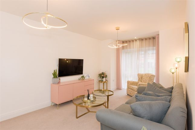 Living+Room of Corbett Avenue, East Molesey KT8