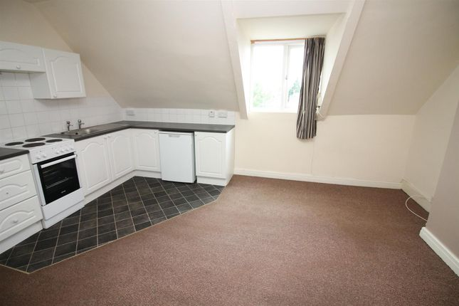 Thumbnail Flat to rent in Wendover Road, Urmston, Manchester