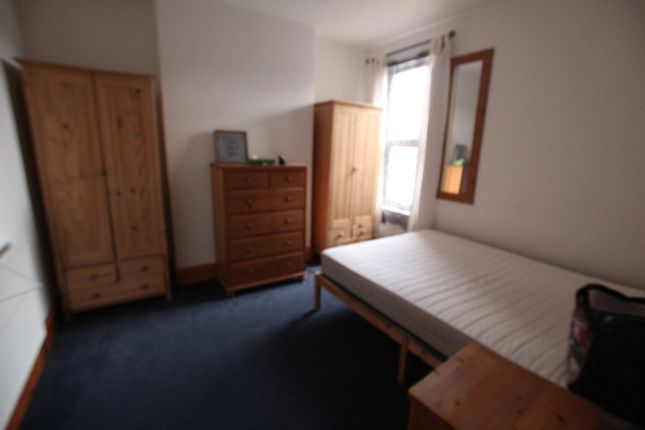 4 bed flat to rent in Fillebrook Road, London E11