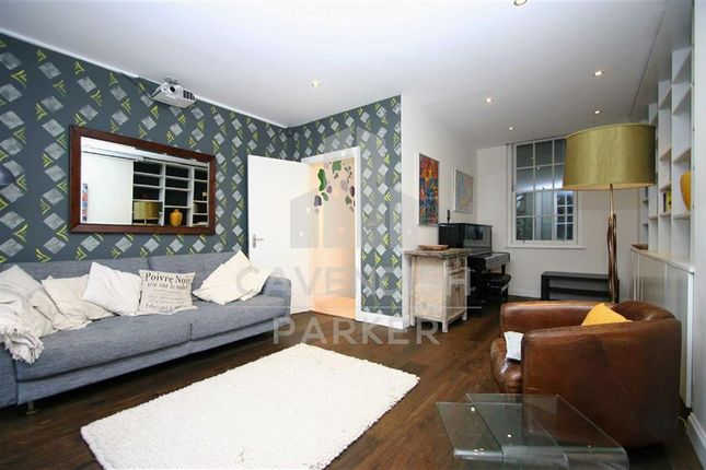 Thumbnail Mews house to rent in Islington Green, Angel, London