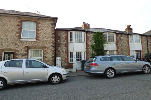 2 bed property to rent in South Street, Ventnor