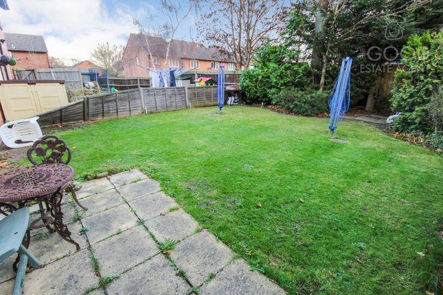 Thumbnail Flat for sale in Hereward Green, Loughton