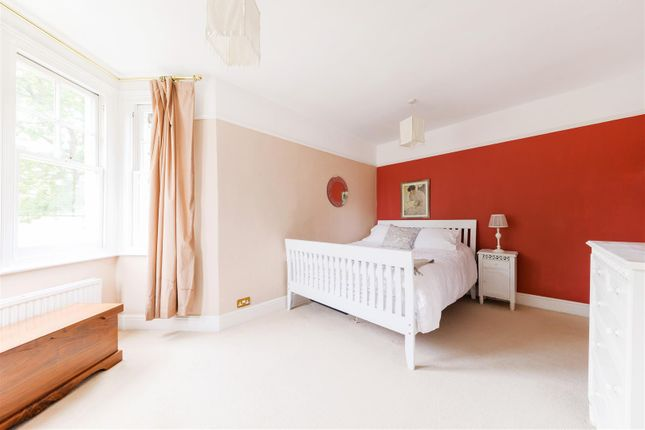 Highres2304565 of Angel Road, Thames Ditton KT7