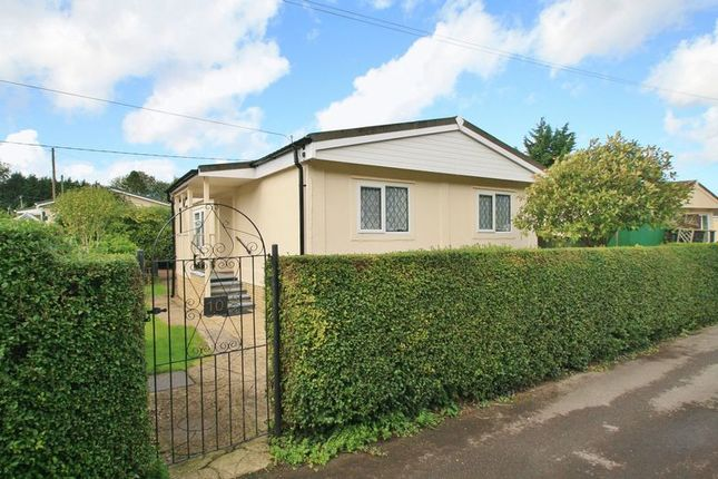 Thumbnail Mobile/park home for sale in Beech Road, Shillingford Hill, Wallingford