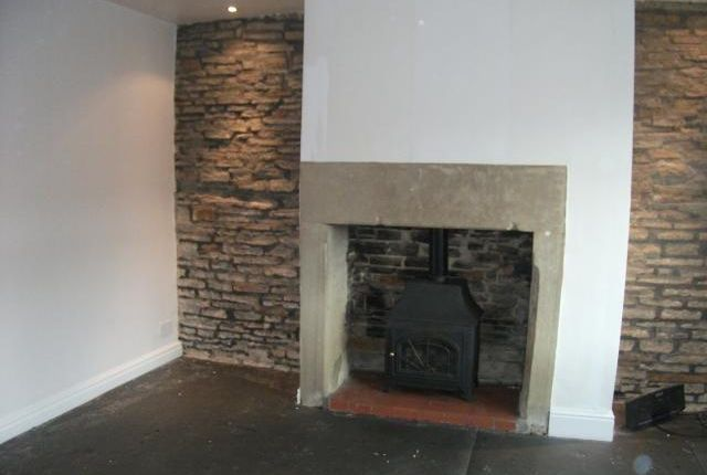 Thumbnail Terraced house to rent in Centre Vale, Triangle, Leeds