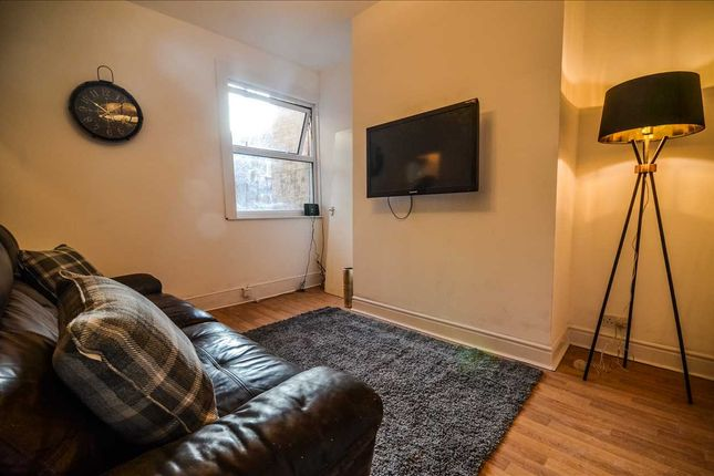 Room to rent in 43 Langley Road, Room 1, Fallowfield, Manchester M14