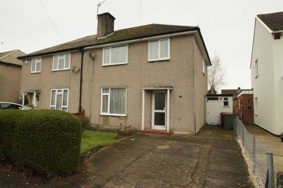 Thumbnail Semi-detached house to rent in Barnfield, Slough, Berkshire