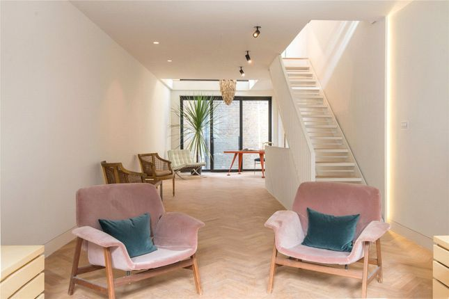Thumbnail Flat for sale in Hatton Wall, London