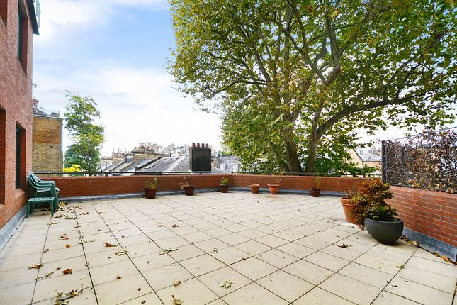 3 bed flat for sale in Roland Gardens, London