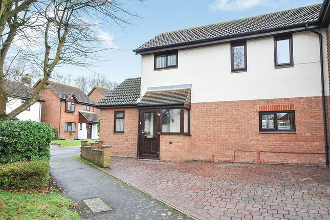 3 bed semi-detached house for sale in Whitecroft, Swanley