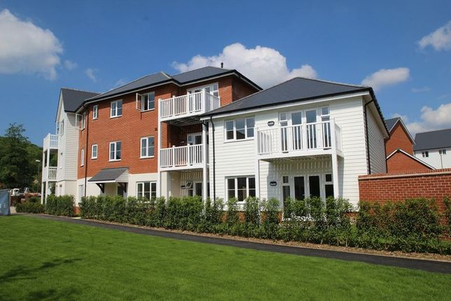Thumbnail Flat to rent in Thistle Walk, High Wycombe