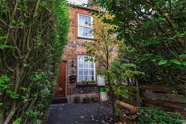 Thumbnail Cottage to rent in Clewer Fields, Windsor, Berkshire