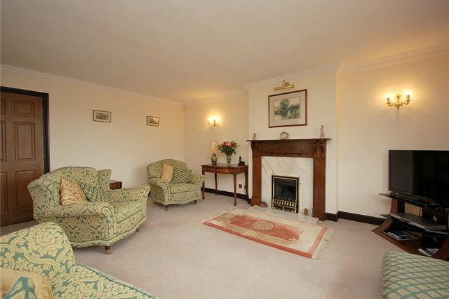 Picture No. 33 of Lady Heton Close, Mirfield, West Yorkshire WF14
