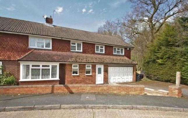Thumbnail Shared accommodation to rent in Juniper Close, Guildford, Surrey