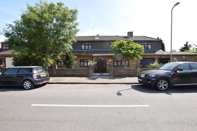 Thumbnail Flat to rent in Great Gardens Road, Hornchurch, Essex