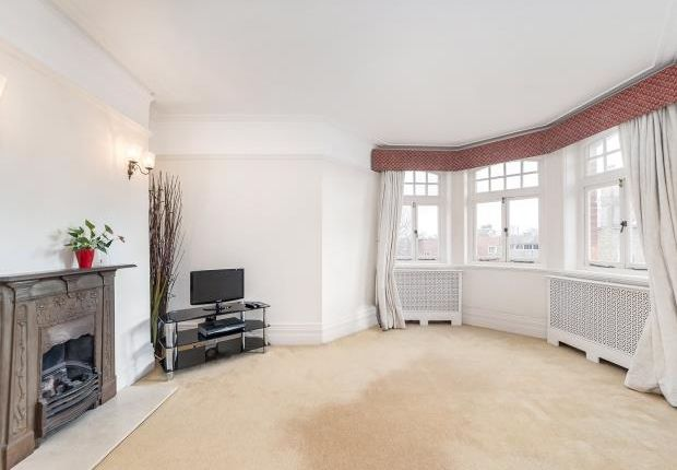 Thumbnail Flat to rent in Hurlingham Road, Fulham