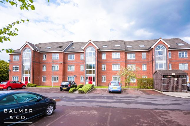 2 bed flat to rent in Phaeton Close, Atherton, Greater Manchester M46