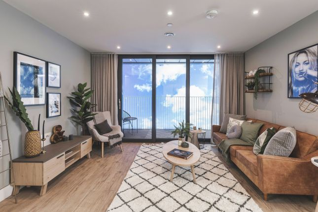 2 bedroom flat for sale in Charter Square, High Street, Staines Upon Thames