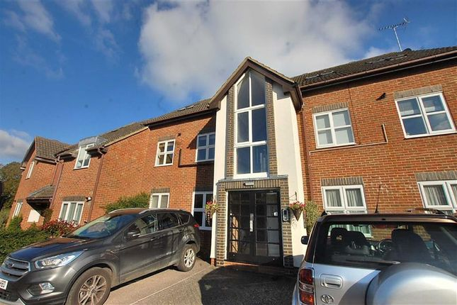 Thumbnail Flat to rent in Twin Foxes, Woolmer Green, Stevenage, Hertfordshire