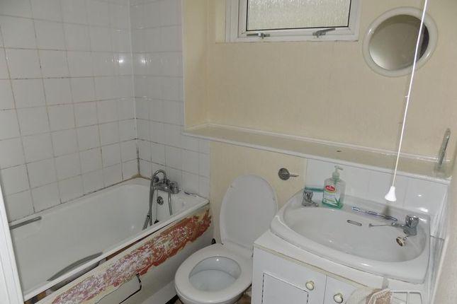 Bathroom of Welham Walk, Bradford BD3