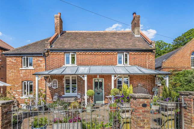 Thumbnail Link-detached house for sale in Barwell Lane, Chessington