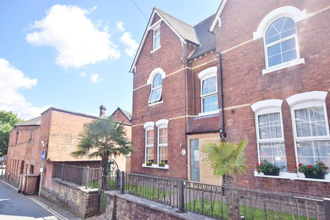 Thumbnail Flat to rent in Spicer Road, St. Leonards, Exeter