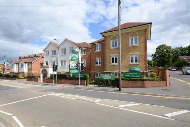 Thumbnail Flat to rent in Frimley Road, Camberley