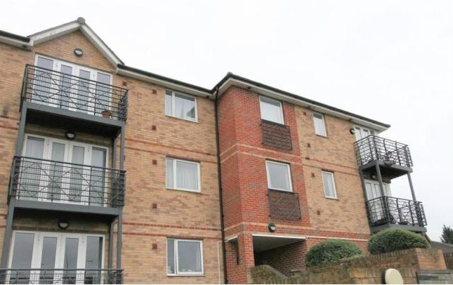 Thumbnail Flat for sale in Old Watford Road, Bricket Wood, St.Albans