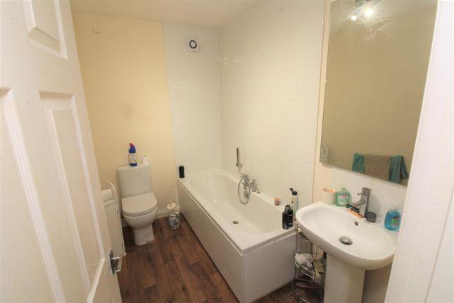 Bottom Flat Bathroom