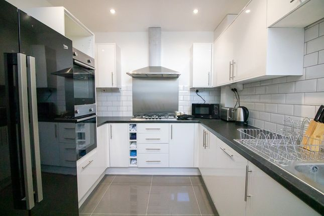4 bed shared accommodation to rent in Rainham Road, Gillingham ME7