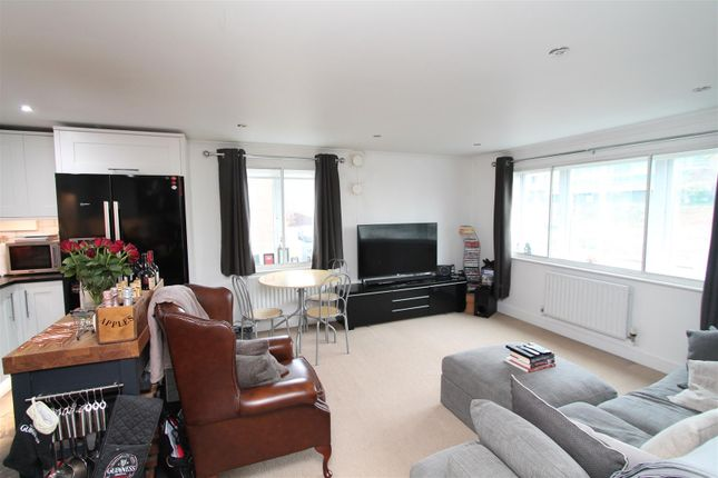 Thumbnail Flat for sale in North Drive, Hatfield