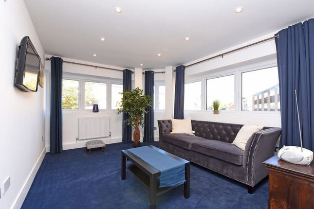 Thumbnail Flat to rent in Crockhamwell Road, Reading