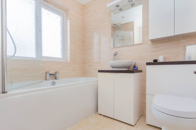 Bathroom of Hayden Avenue, Finedon, Wellingborough NN9